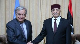 Le secrétaire général de l'ONU, Antonio Guterres, et Aguila Saleh, président du parlement Libyen, à Tobruk, le 5 avril 2019.