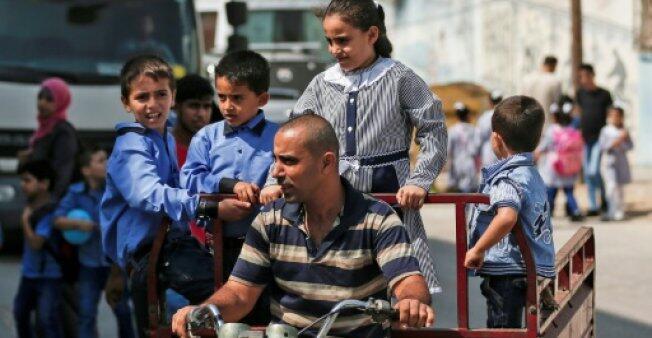 تلاميذ يتوجهون إلى مدرسة تابعة للأونروا في غزة في 29 آب/أغسطس.