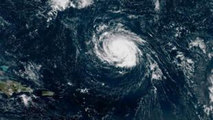 Avance del huracán Florence por el oceáno Atlántico en una imagen de la Administración Oceánica y Atmosférica el 9 de septiembre de 2018.