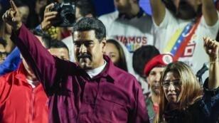 الرئيس الفنزويلي نيكولاس مادورو وزوجته عقب إعلان نتائج الانتخابات الرئاسية 20 أيار/مايو 2018.