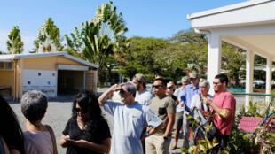 Des électeurs attendent pour aller voter à Nouméa, en Nouvelle-Calédonie, le 4 novembre 2018.