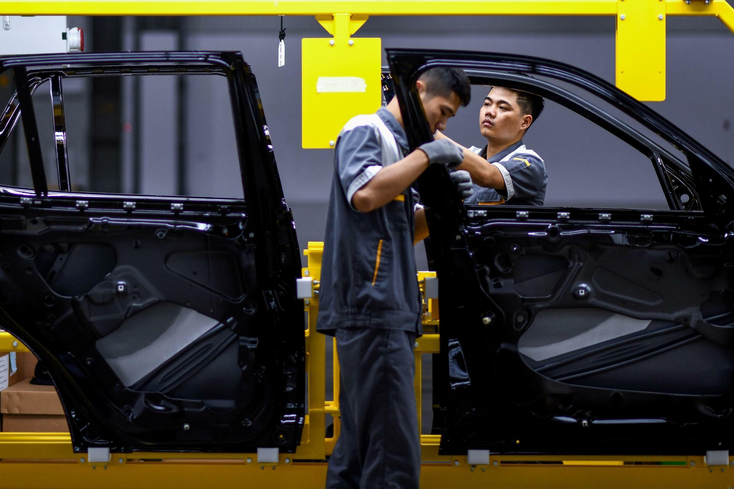 The pandemic has not only hit the Vietnamese textile industry, but also threatens automakers