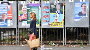 Des panneaux électoraux à Nantes pour les législatives 2017.