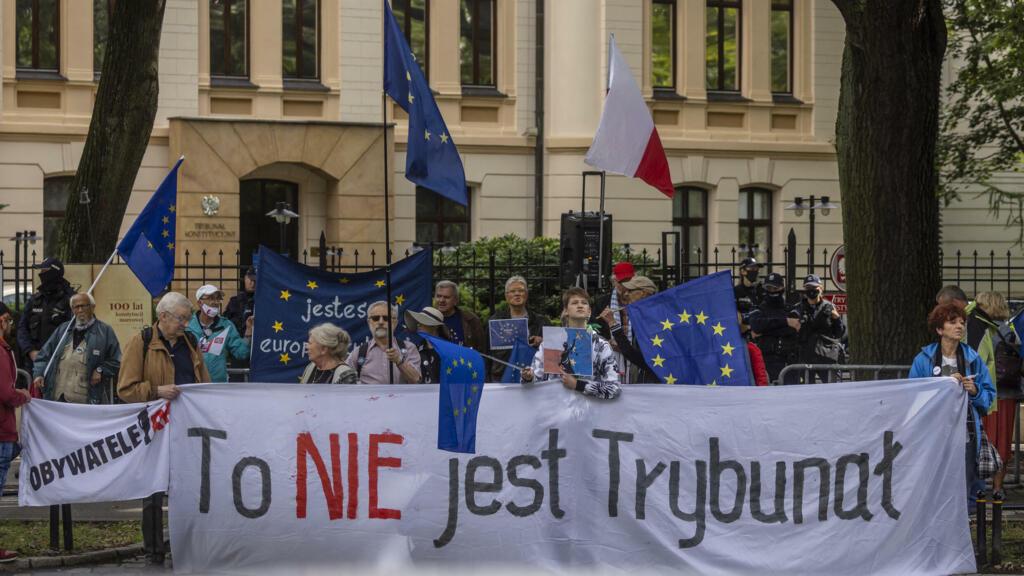 بولندا تؤكد رغبتها بالبقاء في الاتحاد الأوروبي غداة قرار قضائي يضع عضويتها على المحك thumbnail