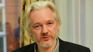 Foto de archivo de Julian Assange en la embajada de Ecuador en Londres. 18 de agosto de 2014.