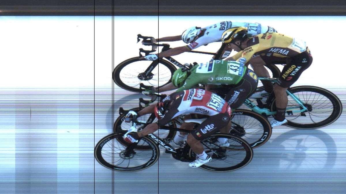 El australiano Caleb Ewan gana la etapa 11 del Tour de Francia por delante de Peter Sagan, Sam Bennett y Wout Van Aert como se ve en esta foto finish del 9 de septiembre de 2020.