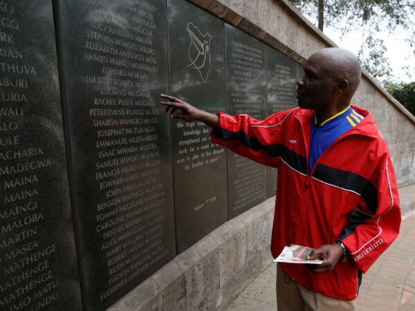 Ali Mwadama se rendait à une banque près de l'ambassade américaine de Nairobi, le 7 août 1998, lorsqu'il a été blessé par l'explosion du camion piégé. Plusieurs de ses amis, morts dans l'attaque, ont leur nom inscrit sur le mémorial.