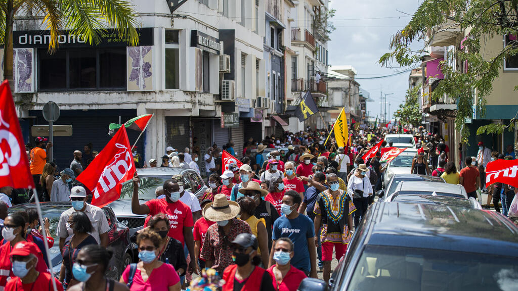 , [:en]1000's protest in France's Martinique in opposition to insecticide 'impunity'[:], Laban Juan