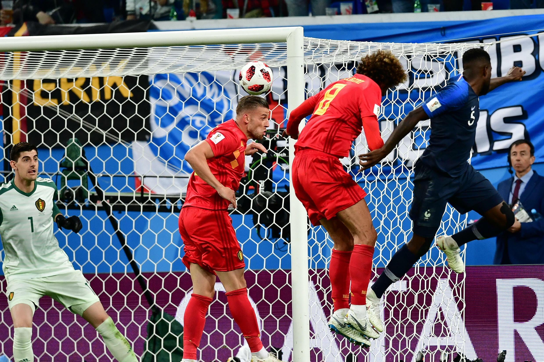 Francia e Belgio si affrontano durante la Coppa del Mondo, dove il gol della vittoria di Samuel Eto'o (d) si è scontrato a San Pietroburgo il 10 luglio 2018, nella Lega delle Nazioni per vendetta.