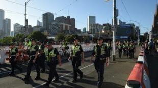 عناصر الشرطة الأسترالية يقومون بدورية في وسط ملبورن عشية رأس السنة في 31 كانون الأول/ديسمبر 2017