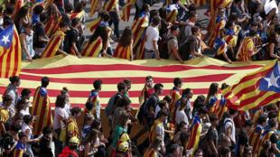 À Barcelone, 16 000 étudiants ont manifesté pour défendre le référendum sur l'indépendance de la Catalogne, le 28 septembre.