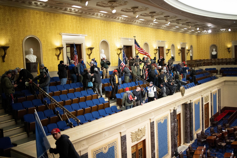 L'hémicycle envahi par les manifestants pro-Trump.