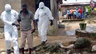 Une équipe médicale à Monrovia, au Liberia, le 25 août 2014.