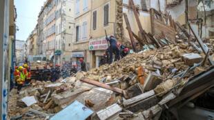 Les secours sur les lieux de l'effondrement de deux immeubles à Marseille, le 5 novembre 2018.