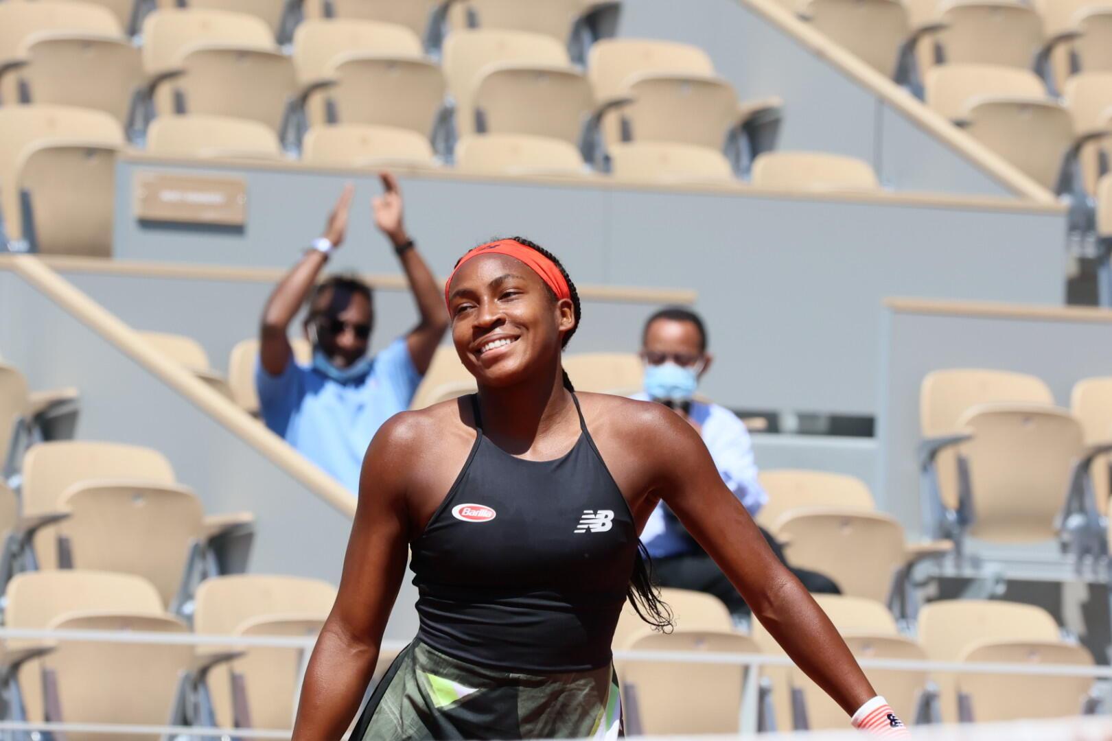 """La joie de """"Coco"""" Gauff qui, à 17 ans, a remporté son huitième de finale de Roland-Garros contre Ons Jabeur."""