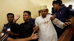 Un grupo de los 16 sentenciados a muerte el 24 de octubre de 2019 en Feni, Bangladesh.