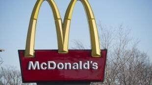 موظفو سلسلة مطاعم ماكدونالدز للوجبات السريعة يحتجون على تدني أجورهم