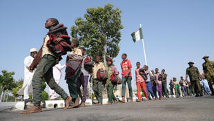 Nigeria-ecoliers-arrivee-floute