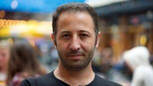Maxime Azadi, journaliste franco-turc d'origine kurde.
