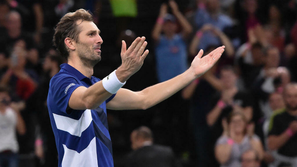 Julien Benneteau célébrant sa vfictoire contre le numéro 5 mondial, le Croate Marin Cilic, en quart de finale de Paris-Bercy.