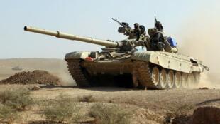 Un tank irakien se dirigeant vers Mossoul le 30 octobre 2016.