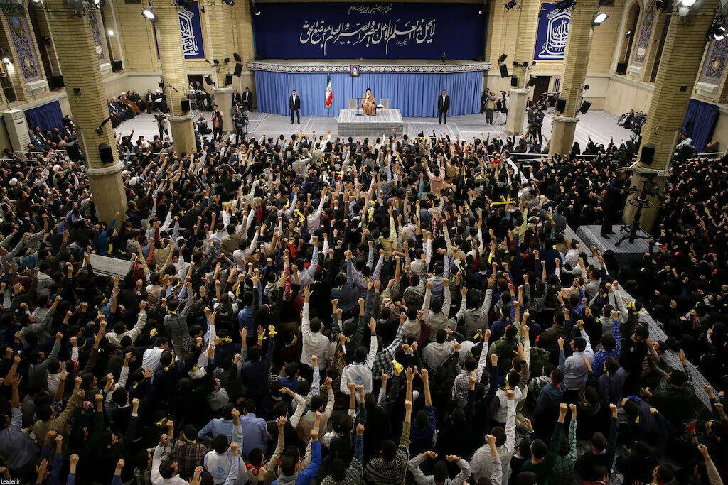 آية الله علي خامنئي يلتقي بمجموعة من طلاب المدارس والجامعات في طهران، إيران، 3 نوفمبر/ تشرين الثاني 2019