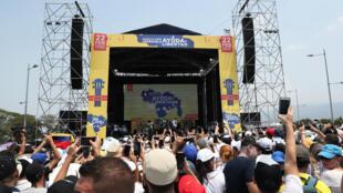 El concierto, convocado por el multimillonario Richard Branson, busca recaudar hasta 100 millones de dólares en 60 días.