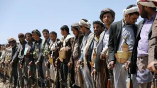 Los hutíes asisten a una reunión para recibir alimentos de tribus en Saná. 21 de septiembre.
