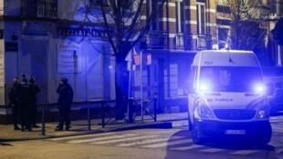 Perquisition de la police belge dans un logement de la commune de Molenbeek, à Bruxelles.