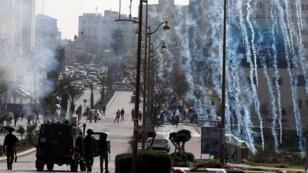 الشرطة الإسرائيلية تطلق الغاز المسيل للدموع على مجموعة من الفلسطينيين بالقرب من مستوطنة بيت إيل بالضفة الغربية - 20 مارس/آذار 2019