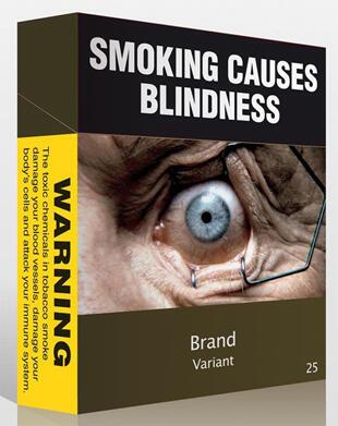 """""""Fumer rend aveugle"""".Ce paquet de cigarettes qui ne laisse qu'un petit bandeau pour la marque pourrait être adopté par le Parlement australien cet été."""