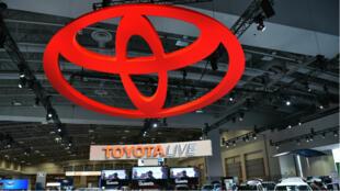 Le logo Toyota au Washington Auto Show 2016.