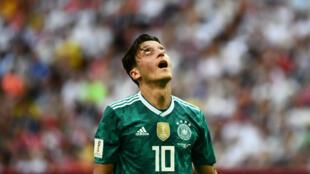 Le désespoir de l'Allemand Mesut Ozil à la fin du match contre la Corée du sud, mercredi 27 juin 2018.