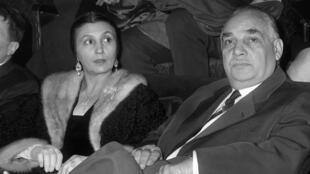Rosa Bouglione aux côtés de son mari, Joseph Bouglione, en janvier 1963, à Paris.