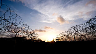 La prison militaire de Guantanamo à Cuba.