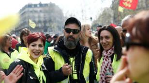 Jérôme Rodrigues, una de las principales figuras del movimiento de los 'chalecos amarillos', asiste a una manifestación durante el Acto XXI o vigésima primera marcha del movimiento en la Plaza de la República en París, Francia, el 6 de abril de 2019.