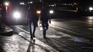 Le Venezuela a été touché par une gigantesque panne d'électricité, jeudi 7 mars, plongeant la capitale et une partie du pays dans le noir.