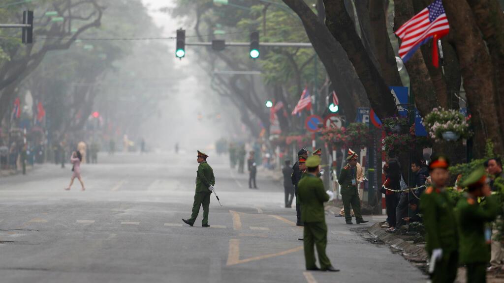 Una vista de la seguridad cerca del hotel Metropole durante la cumbre entre Corea del Norte y Estados Unidos en Hanoi , Vietnam, el 28 de febrero de 2019.