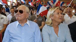 Jean-Marie et Marine Le Pen au congrès du FN, le 7 septembre 2014 à Fréjus.