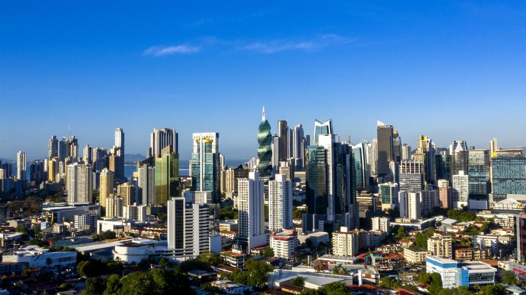 Vista aérea del centro financiero de la ciudad de Panamá, Panamá, tomada el 25 de abril de 2019.