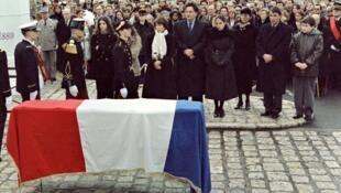 أقارب فرانسوا ميتران خلال جنازته 11 يناير 1996