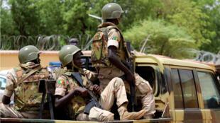 Des soldats de l'armée malienne dans les rues de Gao, le 24 juillet 2019.