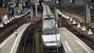 Un train entrant en gare Montparnasse, photographié le 1er août 2017.