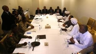 قادة المجلس العسكري والمعارضة في حوار في الخرطوم، 3 يوليو تموز 2019