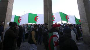 2020-01-03T160234Z_755362092_RC2G8E9HRUGY_RTRMADP_3_ALGERIA-PROTESTS