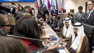 Le ministre saoudien de l'Énergie, Khalid al-Falih, commente l'accord conclu lors de la réunion des pays de l'Opep, le 30 novembre.