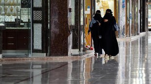 Des femmes se promènent à Riyad le 27 février 2018. (Image d'illustration)