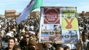 Les manifestants dénoncent l'impact de l'extraction de gaz de schiste sur l'environnement et les méthodes violentes des forces de l'ordre.