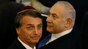 El presidente electo de Brasil, Jair Bolsonaro, y el primer ministro israelí, Benjamín Nentanyahu, en una sinagoga de Río de Janeiro.
