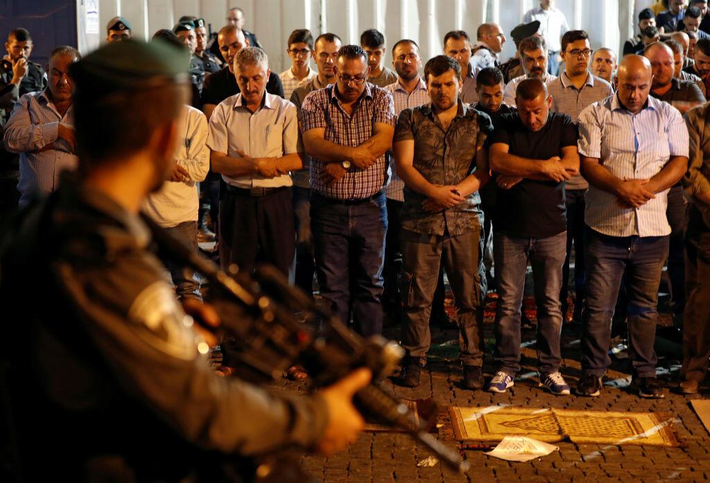 Des milliers de fidèles musulmans se sont réunis aux abords de l'esplanade des Mosquées, jeudi 20 juillet.